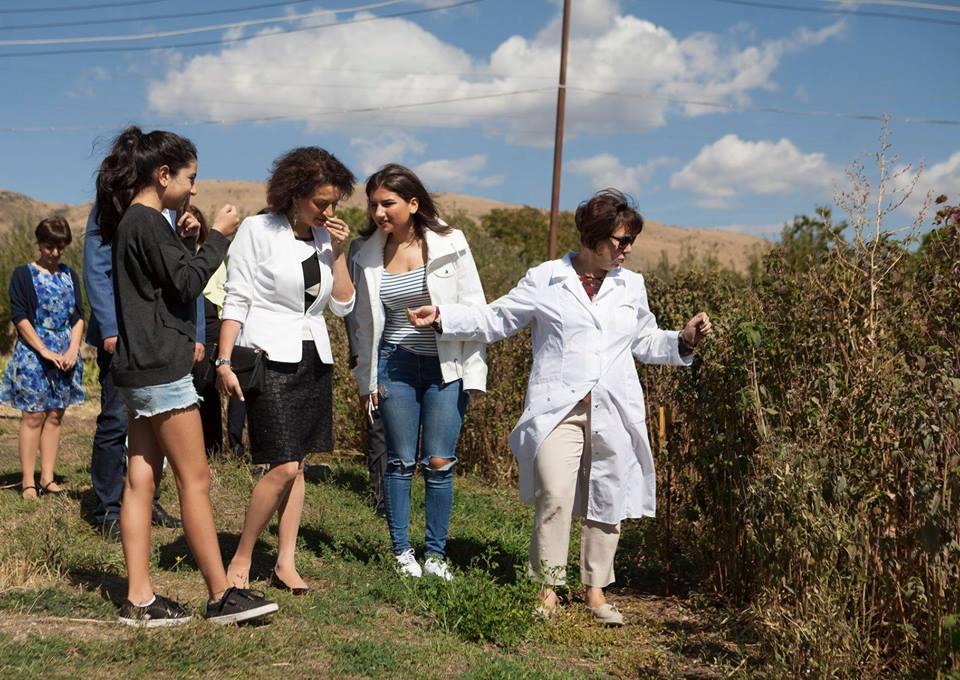 Աննա Հակոբյանը, Մարիամն ու Շուշանը պատրաստել են իրենց ընտրած եթերայուղերով բալզամներ
