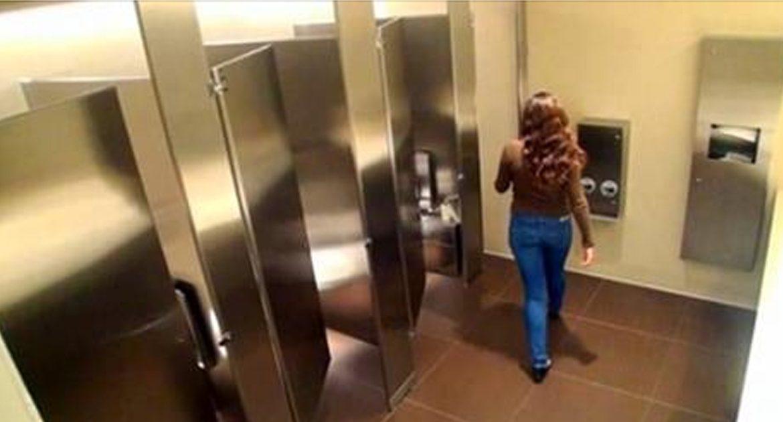 Если вы увидели ЭТО в общественном туалете — уходите оттуда немедленно!
