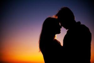 Мужчина изменял своей жене, как только выходил за порог дома. Но вскоре он заметил в ней некоторые изменения.
