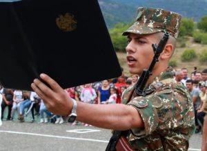 Որդիս՝ զինվորական երդում տալիս. Նիկոլ Փաշինյանը հրապարակել Է որդու լուսանկարը